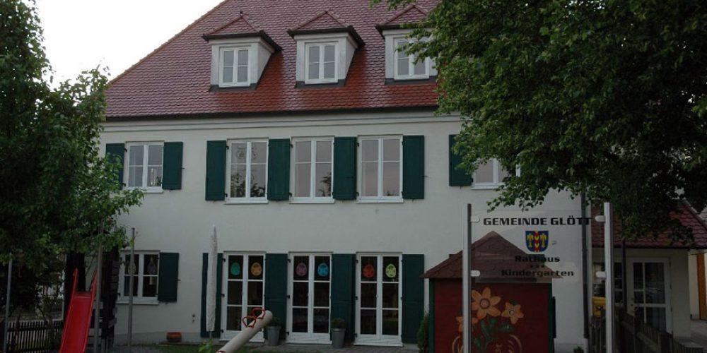 Rathaus und Kindergarten